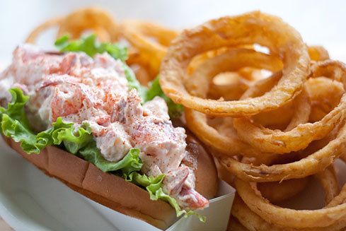 Fox's Lobster House : 8 Sohier Park Road, York Beach, ME 03910